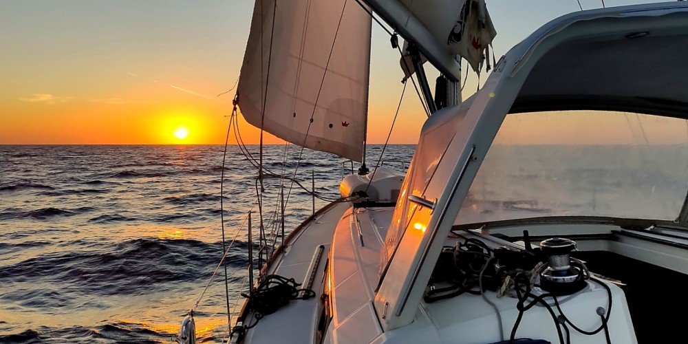 Boat rental Ayamonte cheap OCEANIS 38