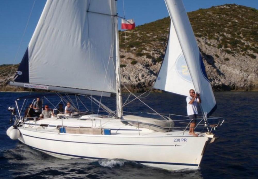 Boat rental Bavaria Bavaria 36 in Torrevieja on Samboat