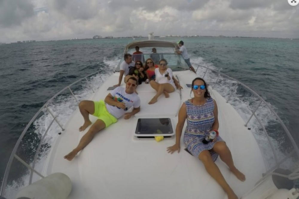 Rental Motorboat in Cancún - Sea Ray sundancer