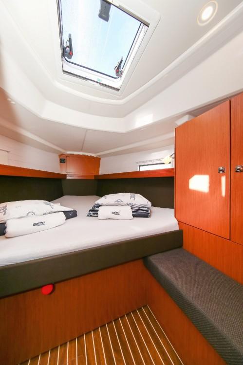 Rental Sailboat in Grad Pula - Bavaria Cruiser 37