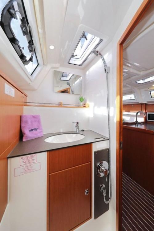 Rental yacht  - Bavaria Cruiser 37 on SamBoat