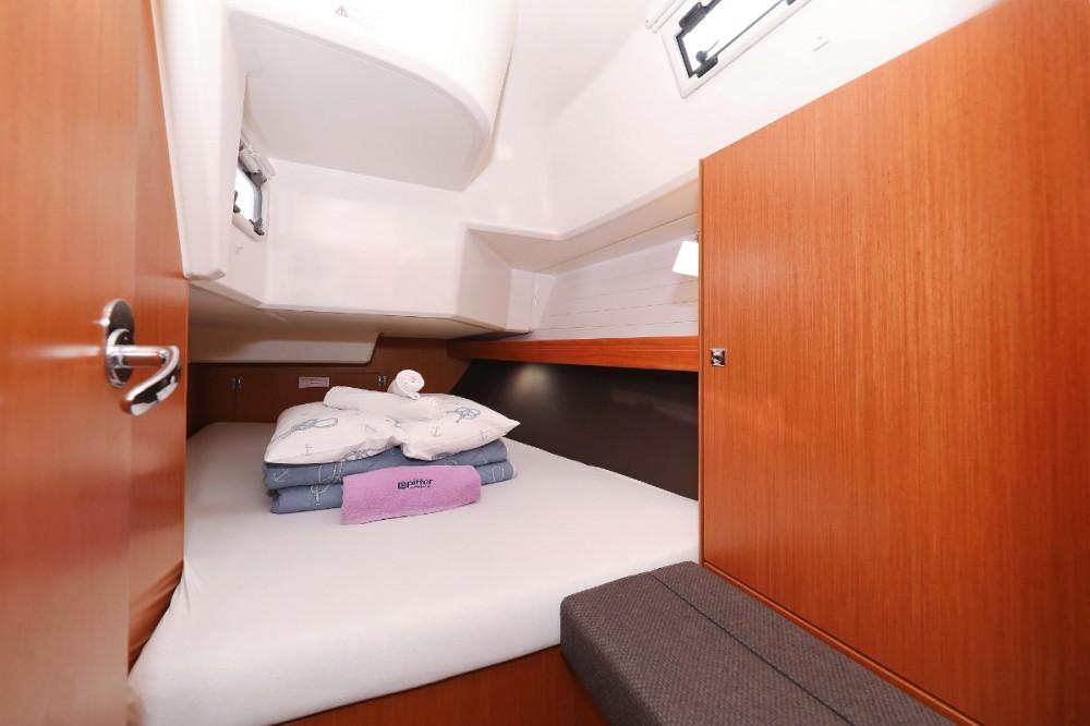 Rental yacht Trogir - Bavaria Cruiser 37 on SamBoat
