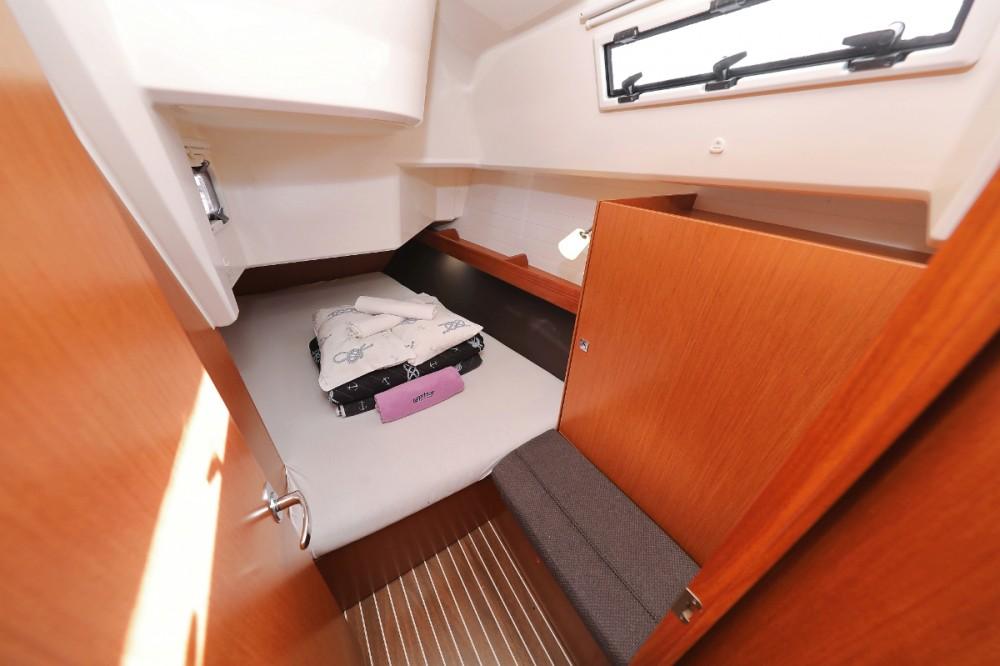 Rent a Bavaria Cruiser 37 Trogir