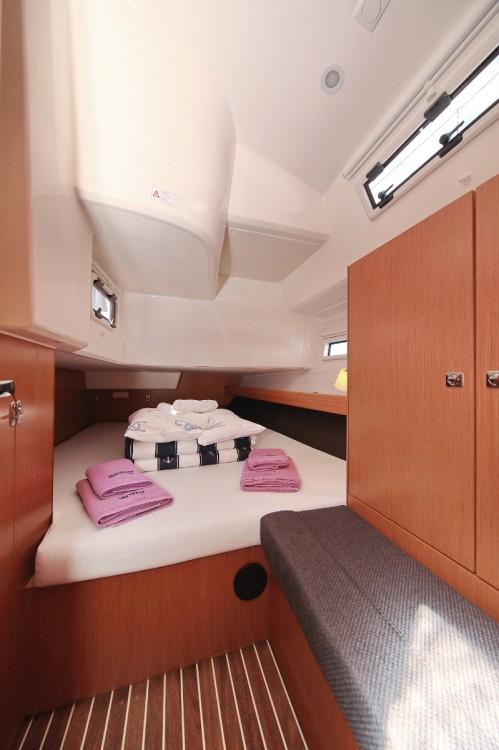 Rent a Bavaria Cruiser 41 Trogir