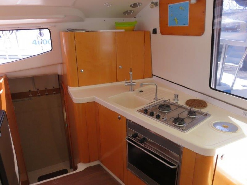 Boat rental Victoria cheap Mahe 36