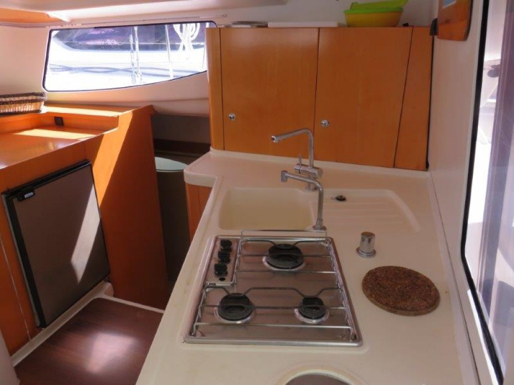 Rental yacht Victoria - Fountaine Pajot Mahe 36 on SamBoat