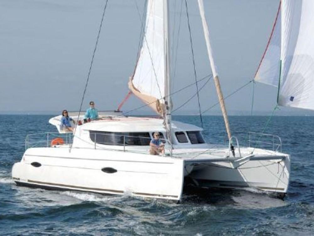 Boat rental Fountaine Pajot Lipari 41 in Victoria on Samboat