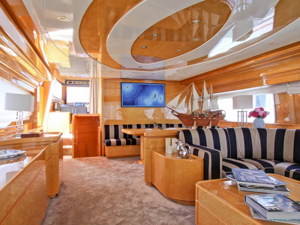 Rental Yacht  with a permit