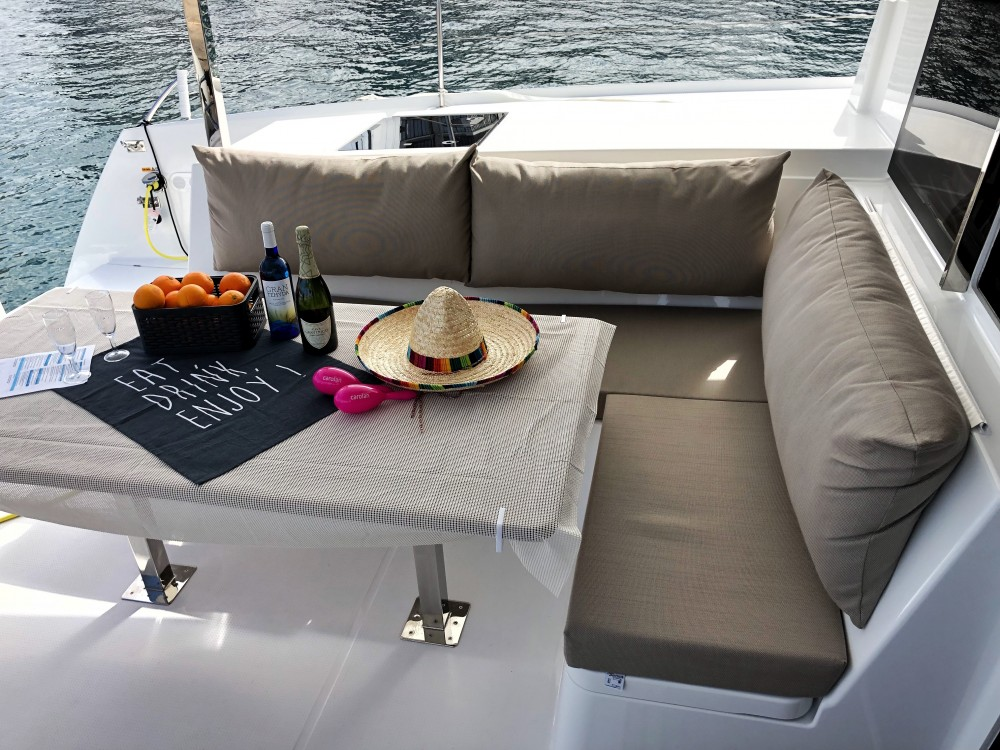 Boat rental Fountaine Pajot Lucia 40 in Palma on Samboat