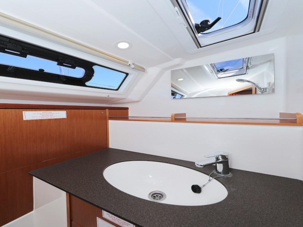 Rental yacht D-Marin Borik - Bavaria Bavaria Cruiser 37 on SamBoat