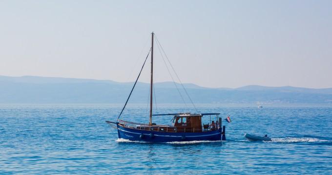 Rent a  Classsic dalmatian boat Split