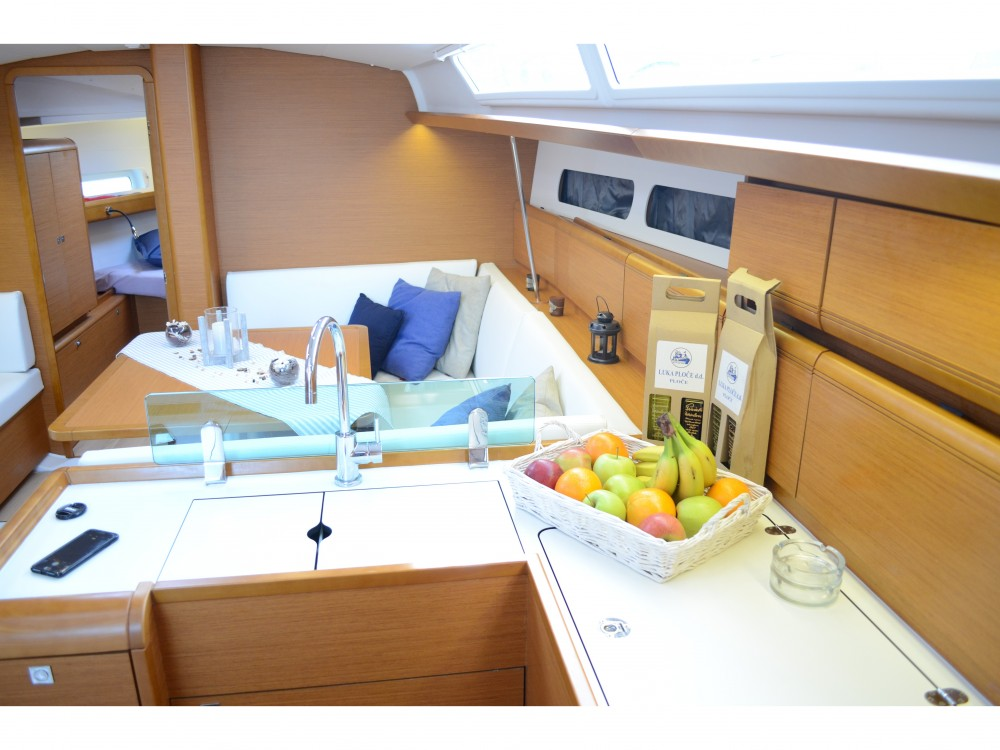 Sailboat for rent Ploče at the best price
