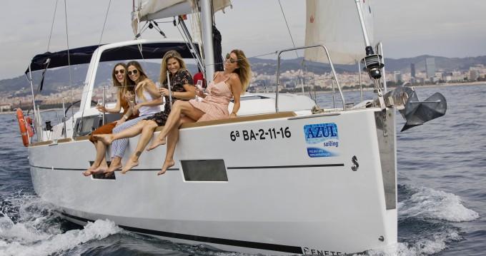 Boat rental Bénéteau Oceanis 35.1 in Barcelona on Samboat