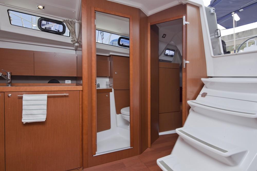 Boat rental Port Olímpic cheap Oceanis 35.1