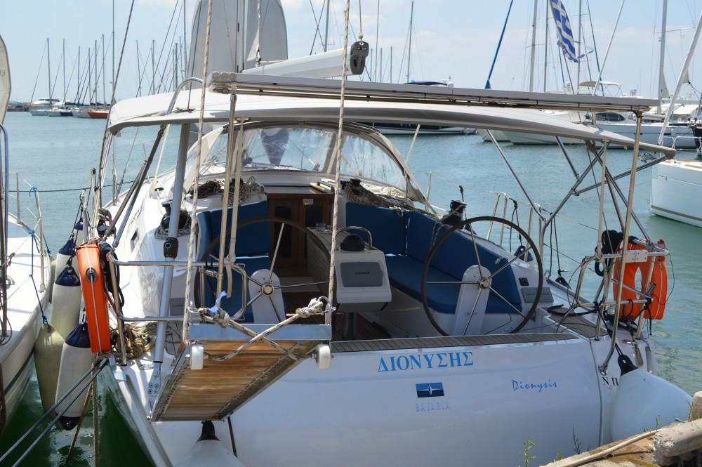 Boat rental Bavaria Bavaria Cruiser 41 in Álimos on Samboat