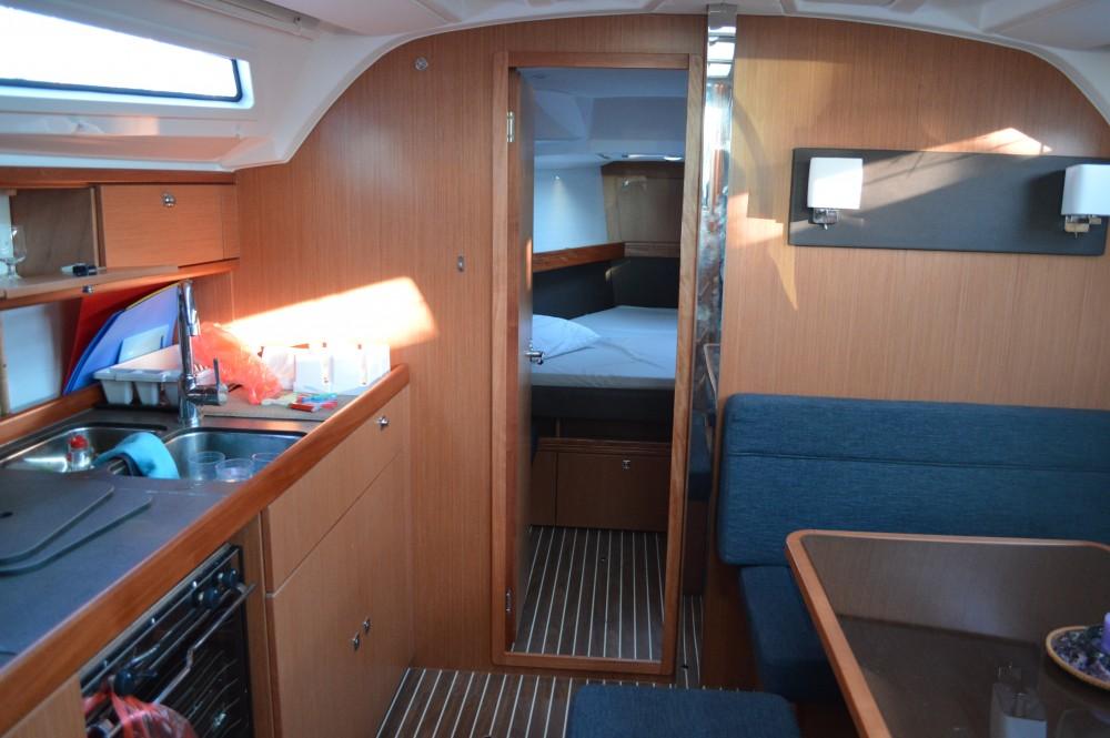 Rent a Bavaria Bavaria Cruiser 41 Álimos