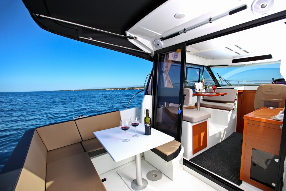 Hire Motor boat with or without skipper Jeanneau Grad Zadar