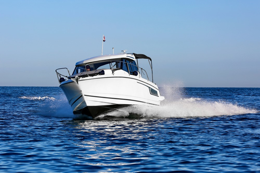 Hire Motorboat with or without skipper Jeanneau