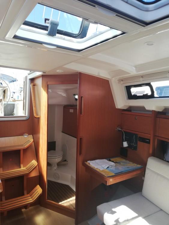 Boat rental Bavaria Bavaria Cruiser 33 in Grad Zadar on Samboat