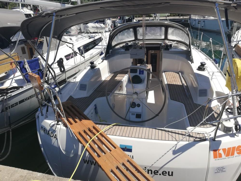 Rental yacht Grad Zadar - Bavaria Bavaria Cruiser 33 on SamBoat