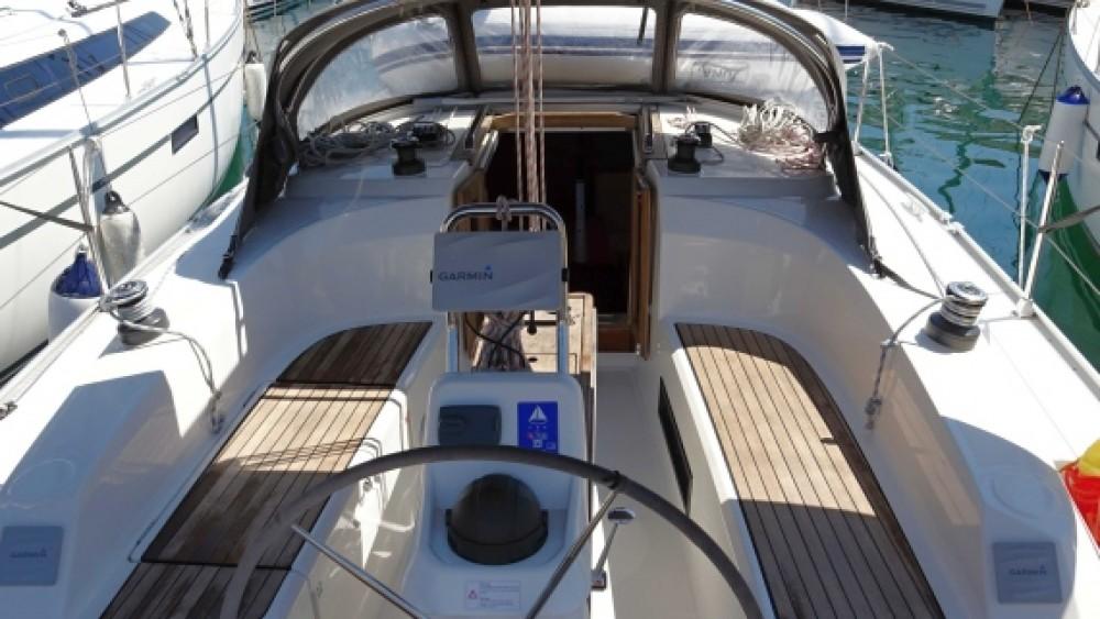 Rent a Bavaria Bavaria Cruiser 33 Grad Zadar