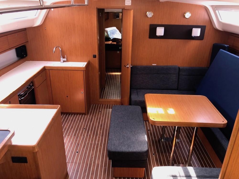 Rental Sailboat in Álimos - Bavaria Bavaria Cruiser 51