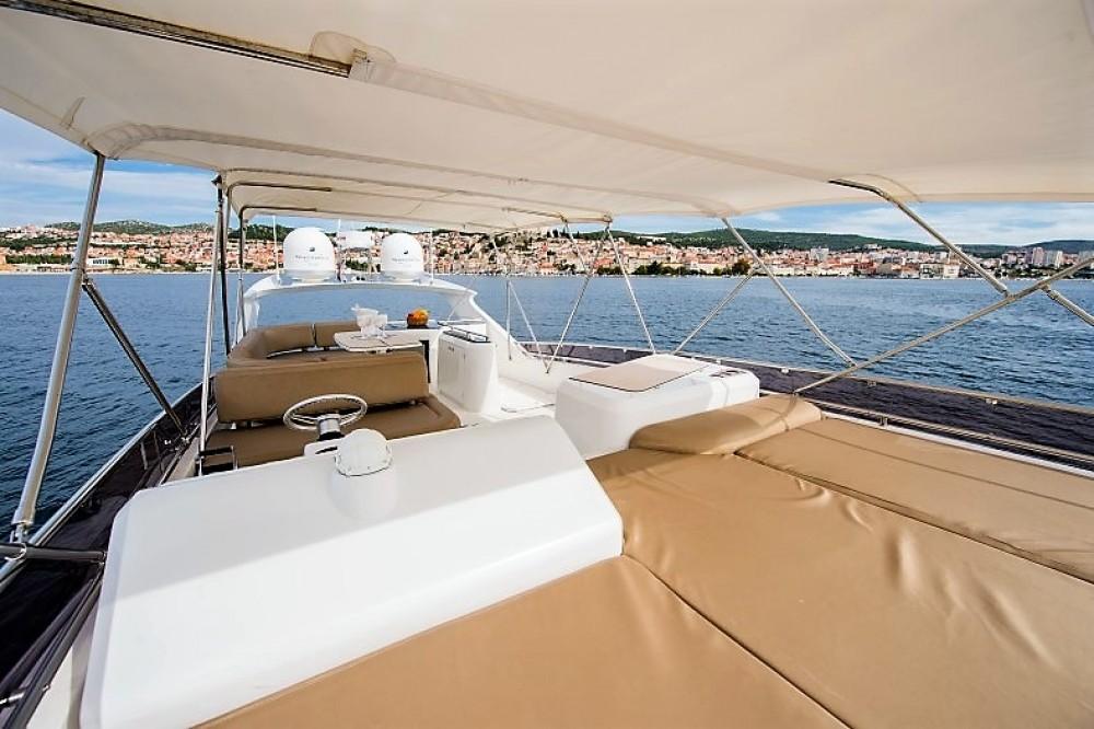 Boat rental Galeon Galeon 640 Fly in Sibenik on Samboat