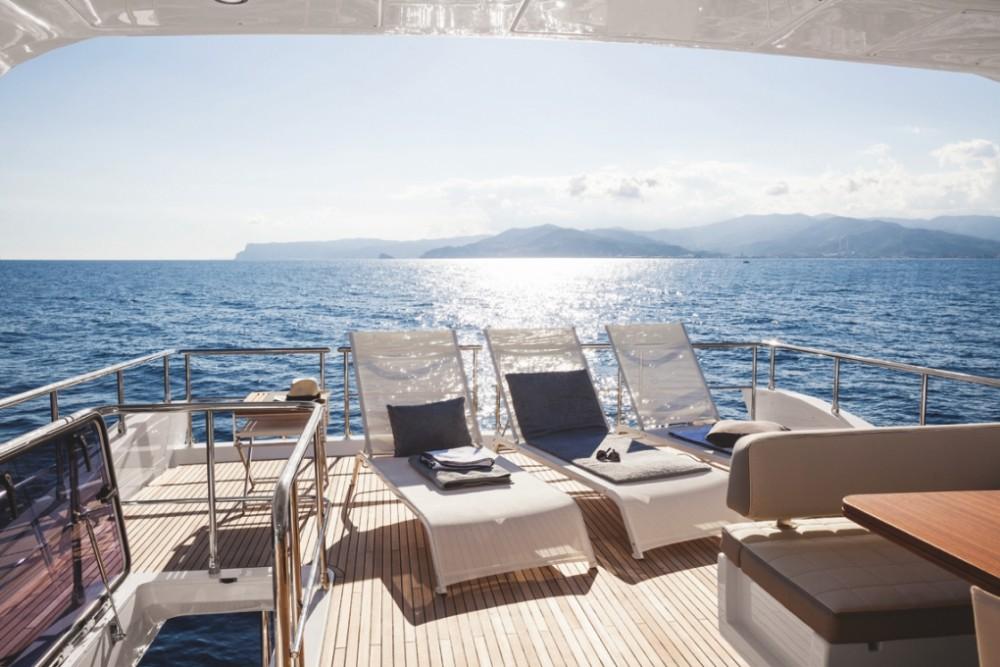 Boat rental  cheap Azimut 72