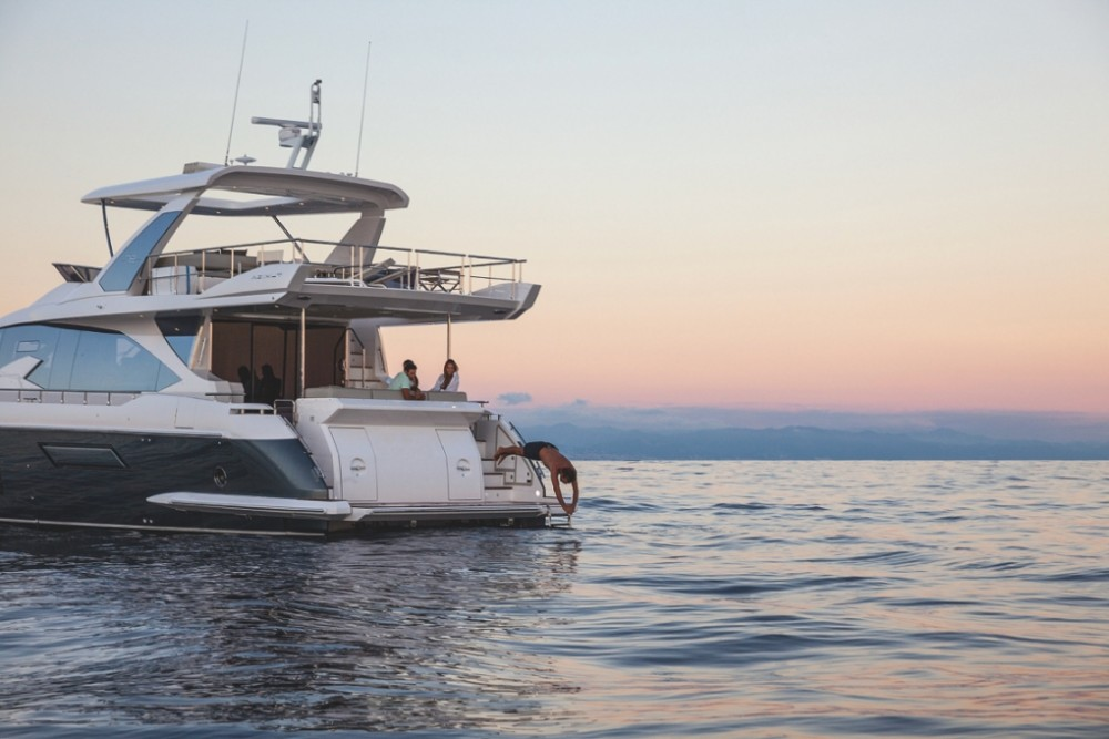 Rental yacht  - Azimut Azimut 72 on SamBoat