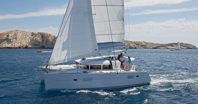 Boat rental Lagoon Lagoon 400 S2 in Dubrovnik on Samboat