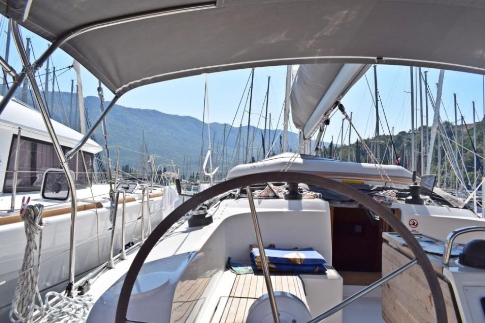 Boat rental Bavaria Bavaria Cruiser 46 in Dubrovnik on Samboat