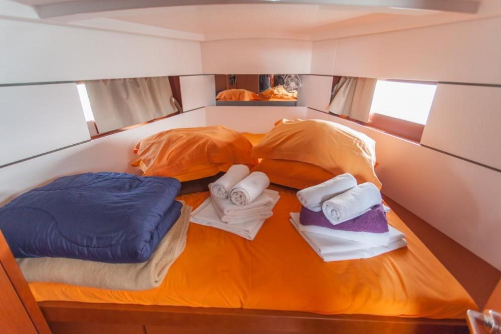 Boat rental Bénéteau Oceanis 38 in Trogir on Samboat