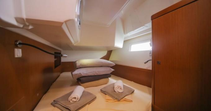 Rental Sailboat in Trogir - Bénéteau Oceanis 45