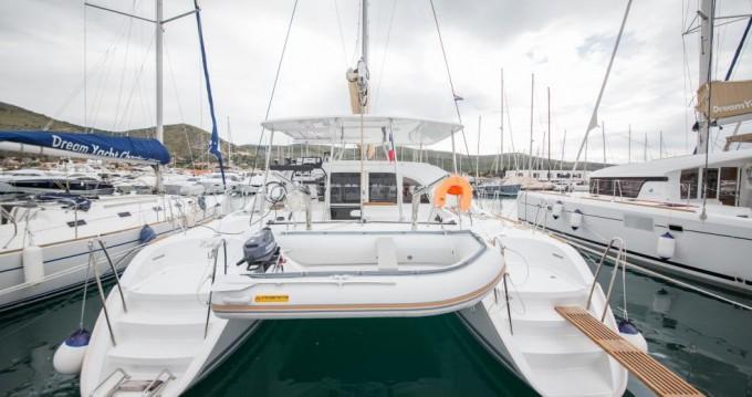 Rental yacht Traù - Lagoon Lagoon 380 on SamBoat