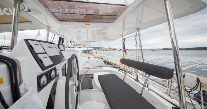 Rental Catamaran in Traù - Lagoon Lagoon 380