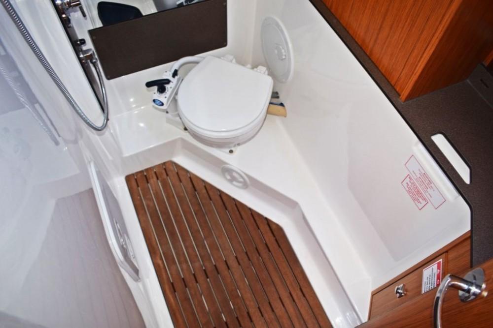Rental yacht Dubrovnik - Bavaria Bavaria 33 Cruiser on SamBoat