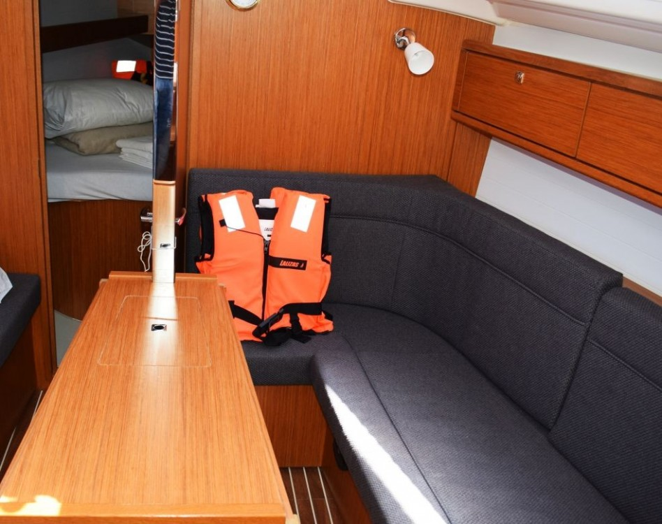 Boat rental Bavaria Bavaria 33 Cruiser in Dubrovnik on Samboat