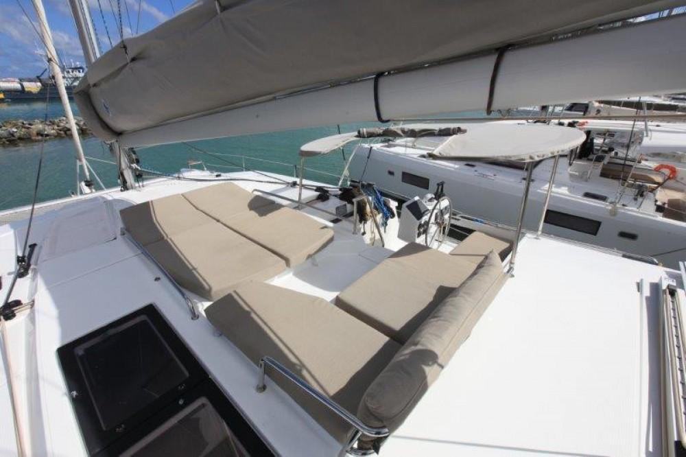 Boat rental Road Town cheap Helia 44