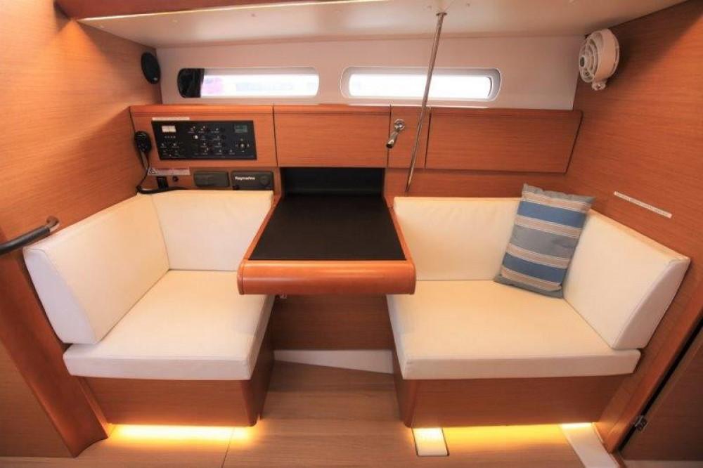 Rental Sailboat in Road Town - Jeanneau Sun Odyssey 419