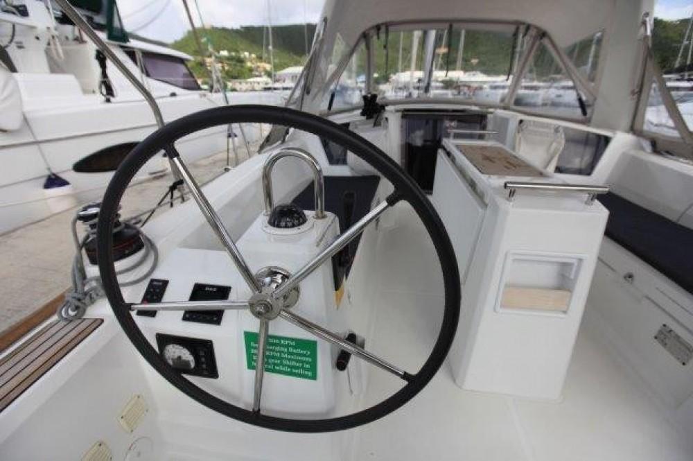 Rental Sailboat in Road Town - Bénéteau Oceanis 350