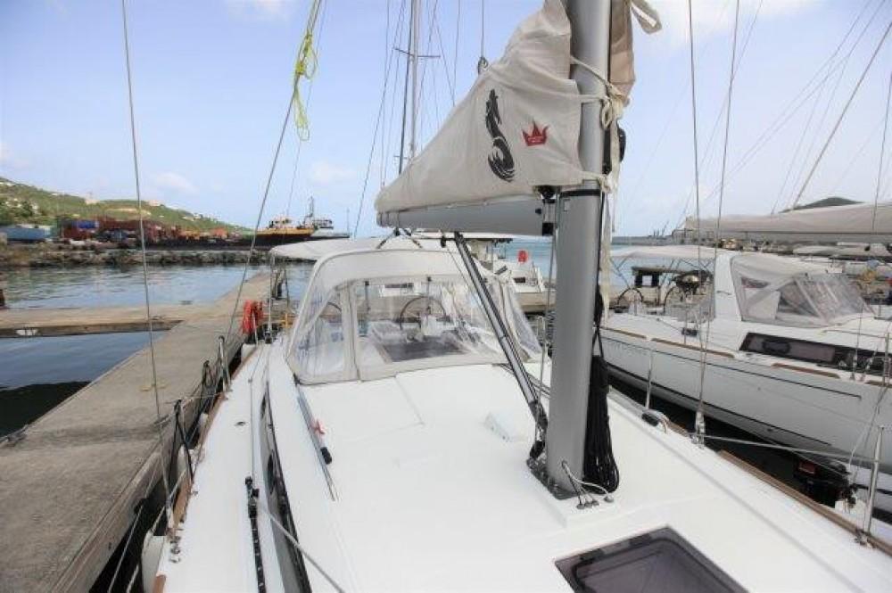 Rental Sailboat in Road Town - Bénéteau Oceanis 38.1