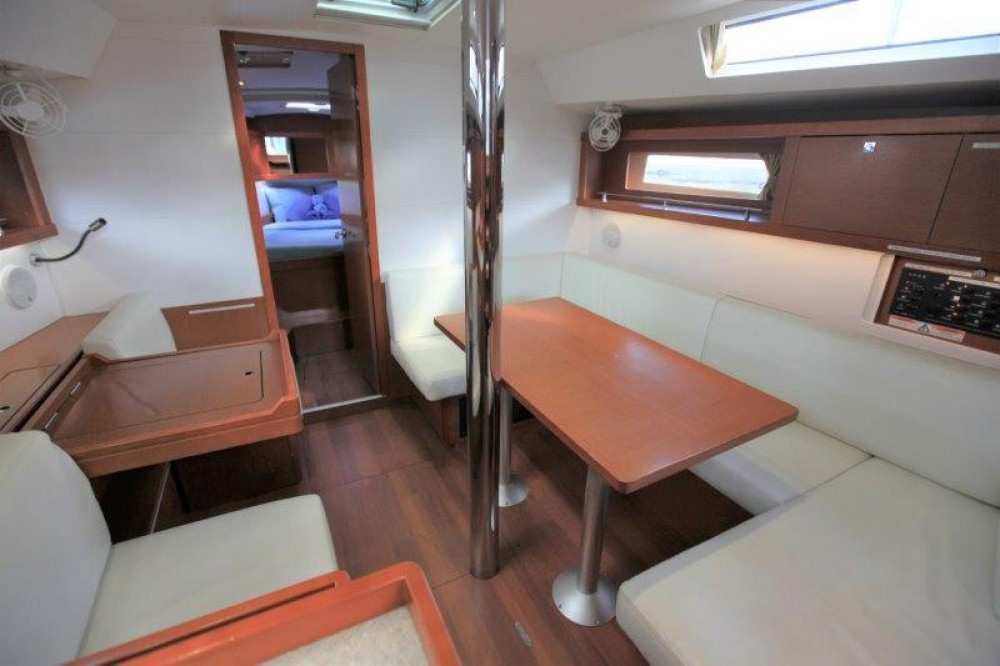 Boat rental Road Town cheap Oceanis 41