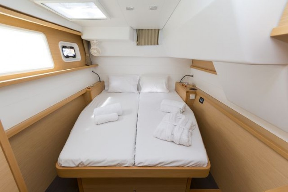Lagoon 450 between personal and professional Aegean