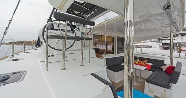 Boat rental Lagoon Lagoon 400 S2 in Λαύριο on Samboat