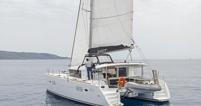 Rental Catamaran in Λαύριο - Lagoon Lagoon 400 S2