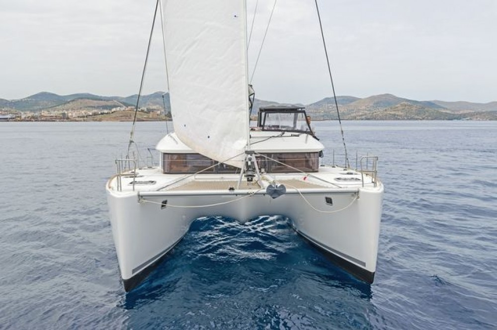 Lagoon Lagoon 400 S2 between personal and professional Laurium