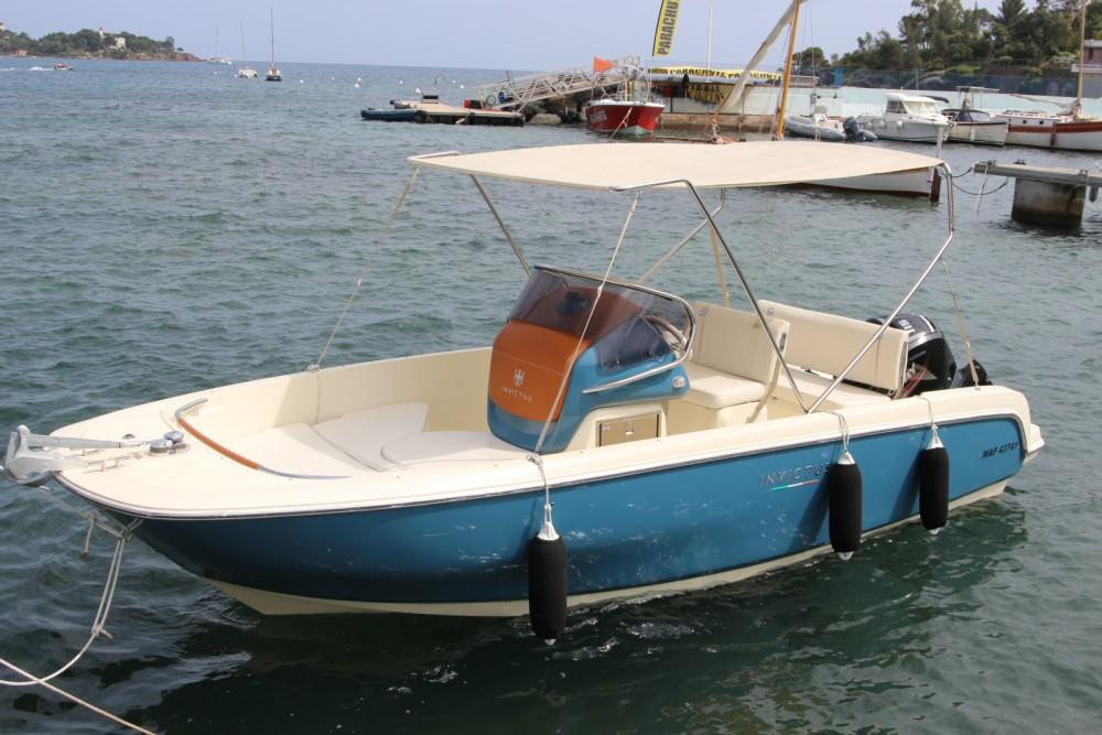 Rental Motor boat in  - Cantieri INVICTUS 200FX