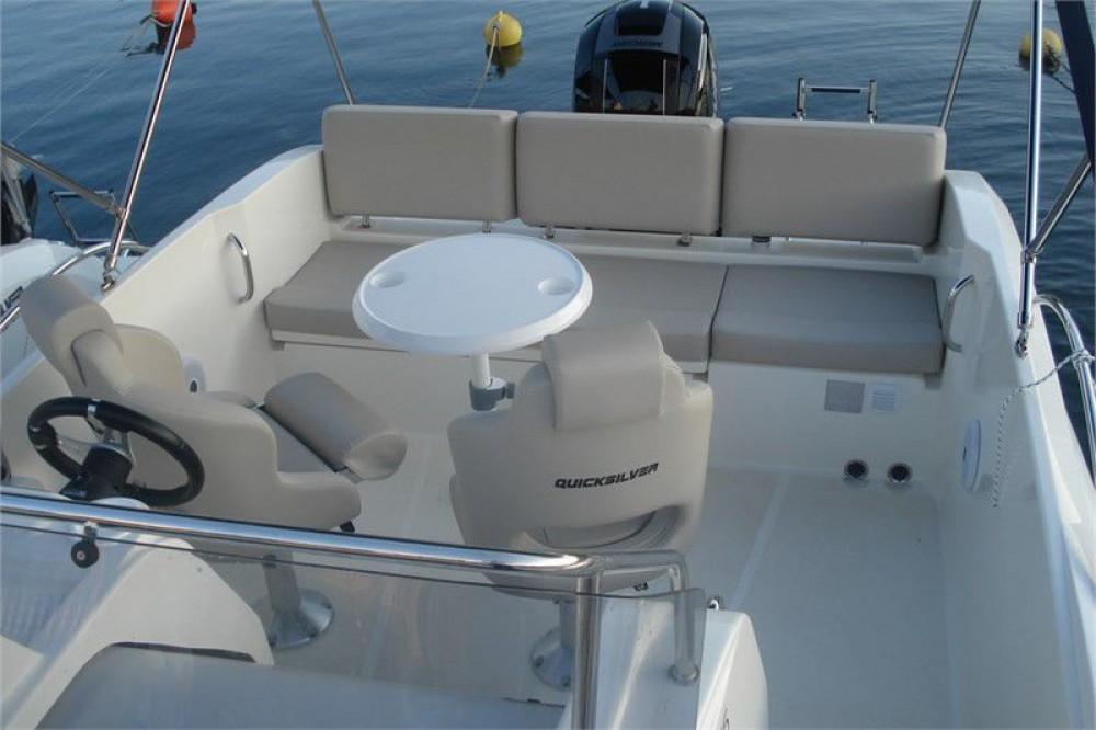 Rental yacht Saint-Raphaël - Quicksilver Activ 675 Sundeck on SamBoat