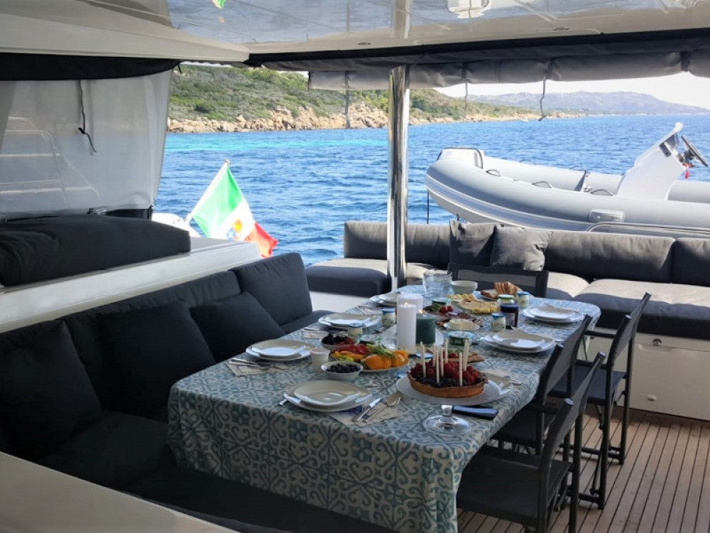 Rental Catamaran in Marina di Portisco - Lagoon Lagoon 560