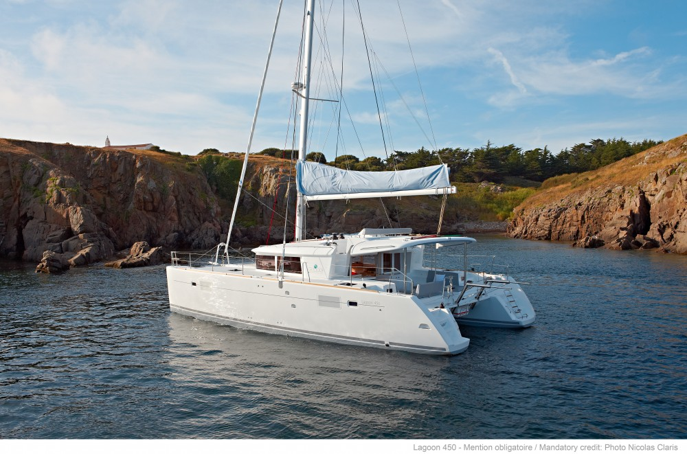 Lagoon Lagoon 450 F (2019) equipped with generator, A/C (saloon+cabins), water maker, dishwasher, ice maker, bow truster between personal and professional Split